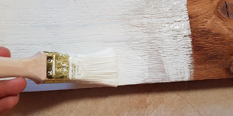 Holz lackieren Arbeitsschritt