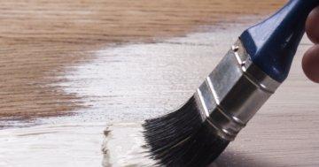 Geöltes Holz lackieren