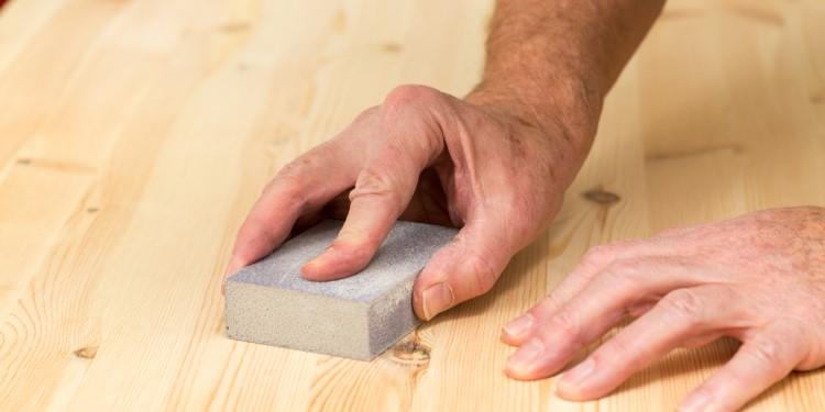 Holz Grundieren schleifen