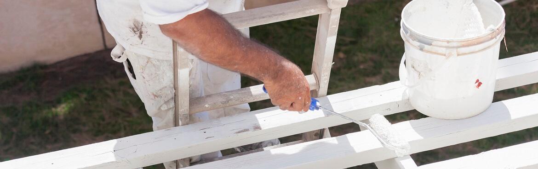 Holz streichen mit pinsel oder rolle