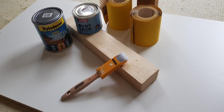 Holz schleifen vor streichen Schleifpapier