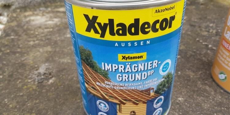 Holzgrundierung vor dem Lasieren