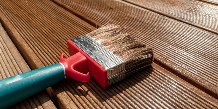 Lasur oder Lack für Holz im Außenbereich