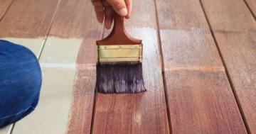Holz streichen Pinsel