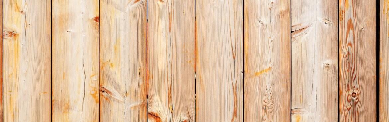 Holz wird nach dem Streichen gelb